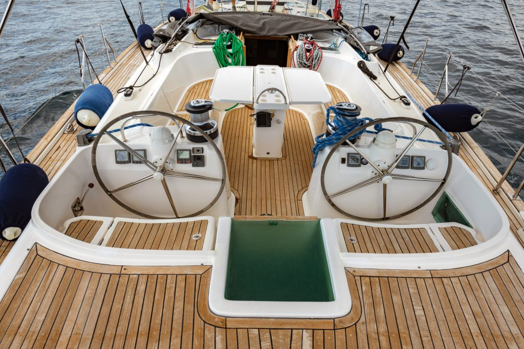 huge cockpit 60ft sailing yacht