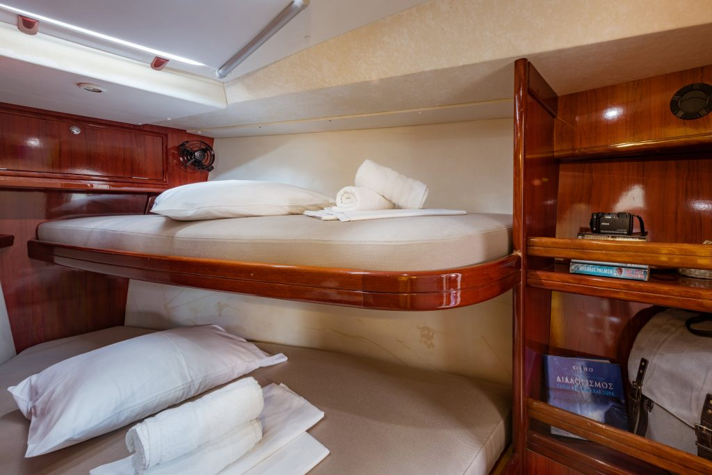 accommodation for 14 sailing yacht
